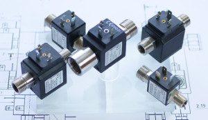 hygienisch rein: BFS-Inline-Magnetventile in Edelstahl: totraumfrei, selbstreinigend, schnellschaltend, präzise dosierfähig